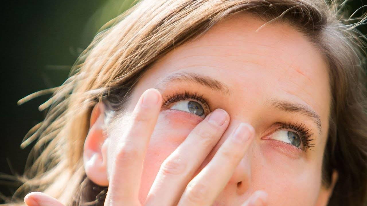 Причины и методы лечения, если краснеют глаза от линз