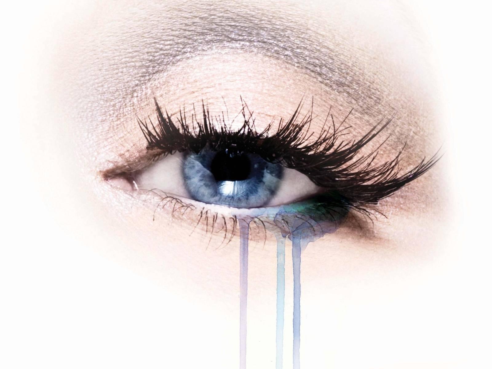 После слез болит глаз