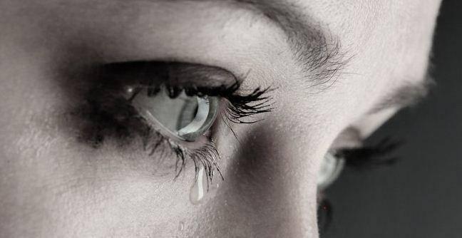 При плаче болят глаза