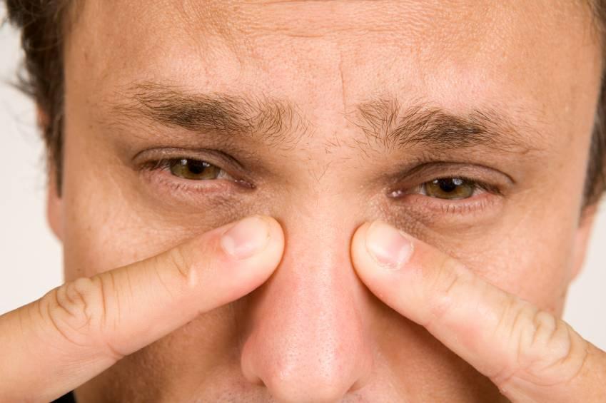 Болят скулы на лице: причины, виды болей, лечение