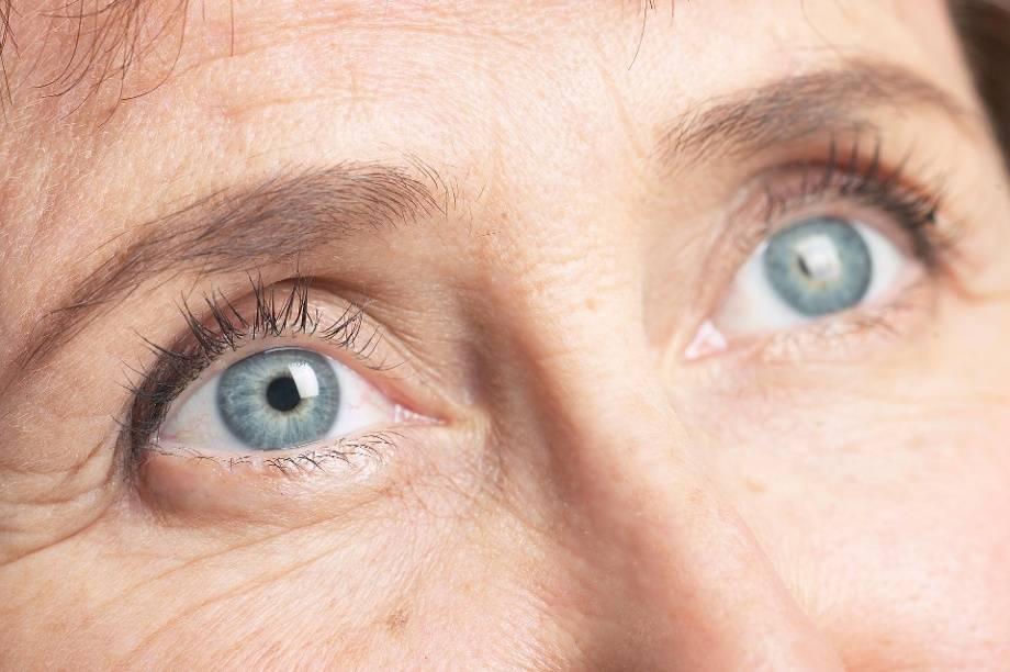 Бельмо на глазу у человека и животных: причины, симптомы, лечение