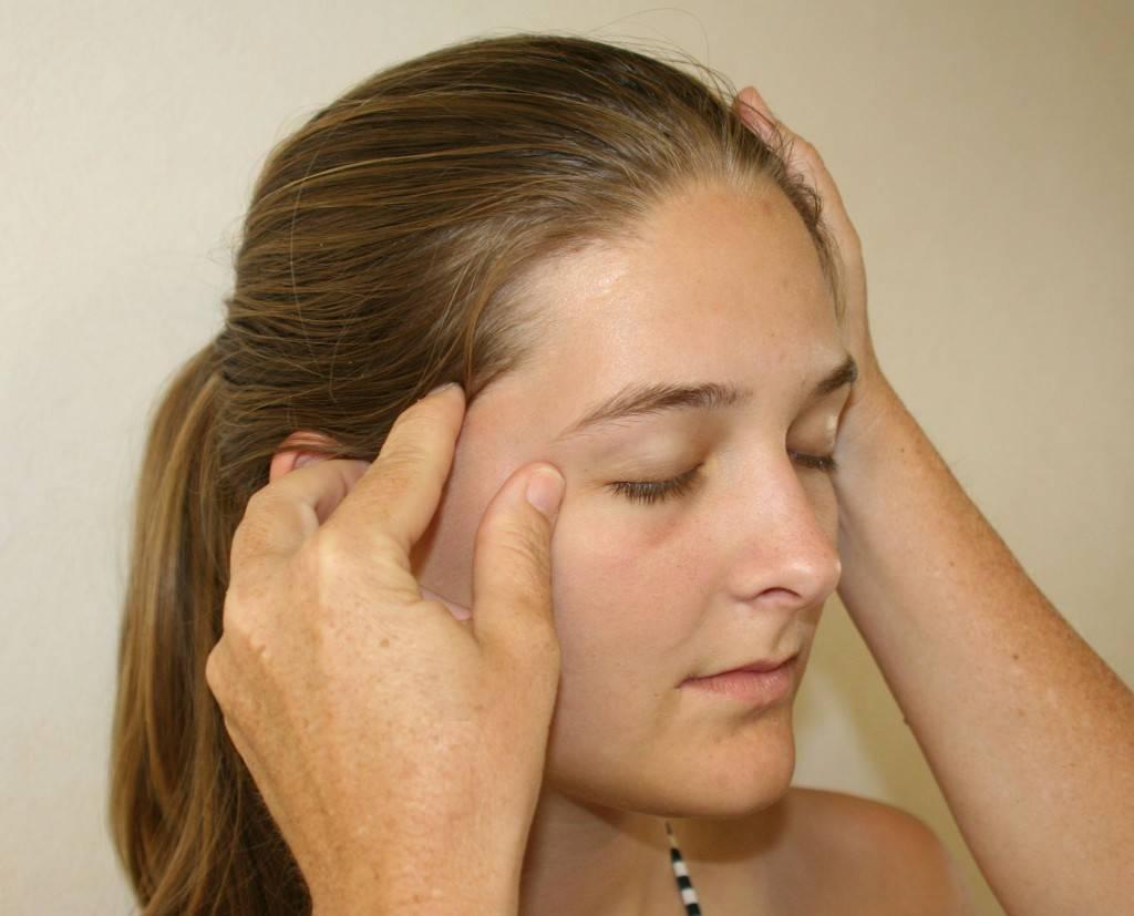 Болит бровь над глазом при нажатии и без: причины, диагностика и лечение симптома