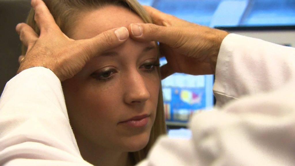 Опасный симптом – болит над бровью справа. какие заболевания могут вызывать боль брови над глазом? - мед-словарь