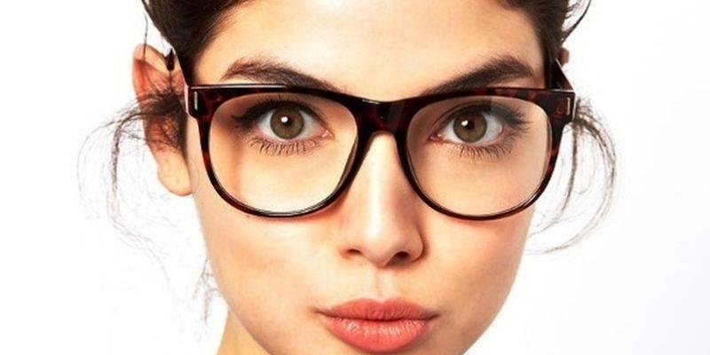 Рожать в линзах или очках - правила