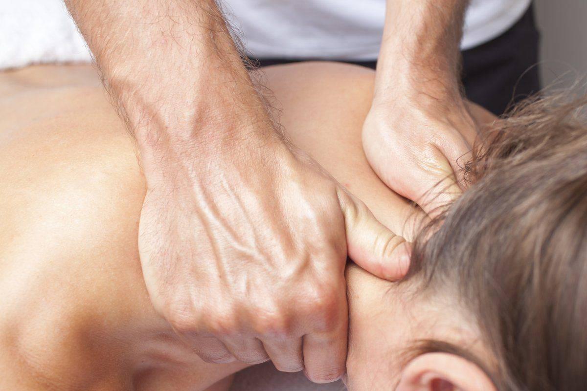 Техника проведения массажа воротниковой зоны в домашних условиях