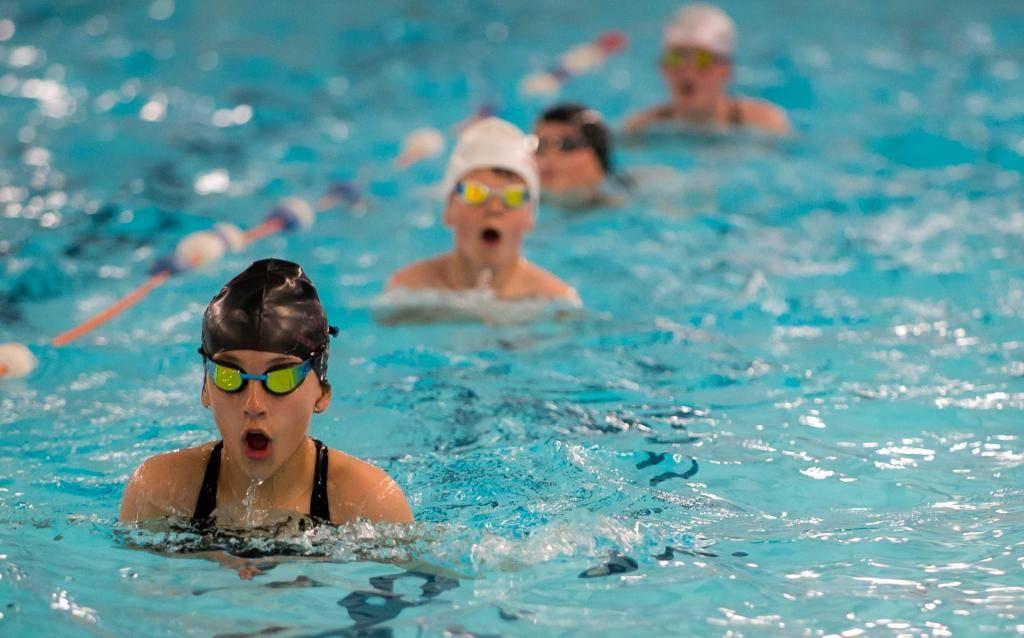 Можно ли купаться в линзах контактных в бассейне, море, речке, аквапарке, душе