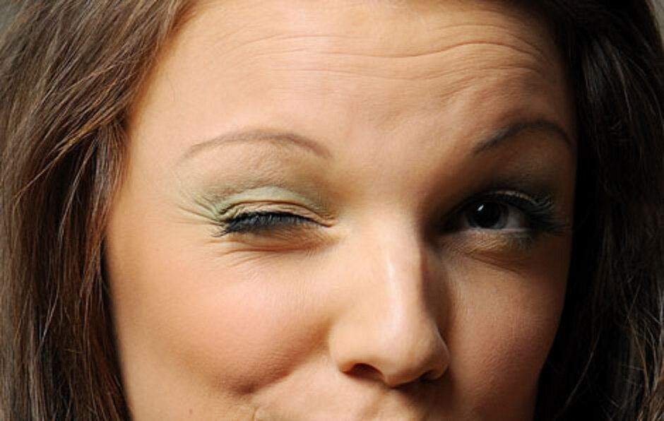 Почему дергается глаз, как выявить и устранить причину миокимии?