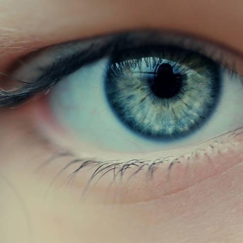 Могут ли быть глаза-хамелеоны у человека и что это значит?