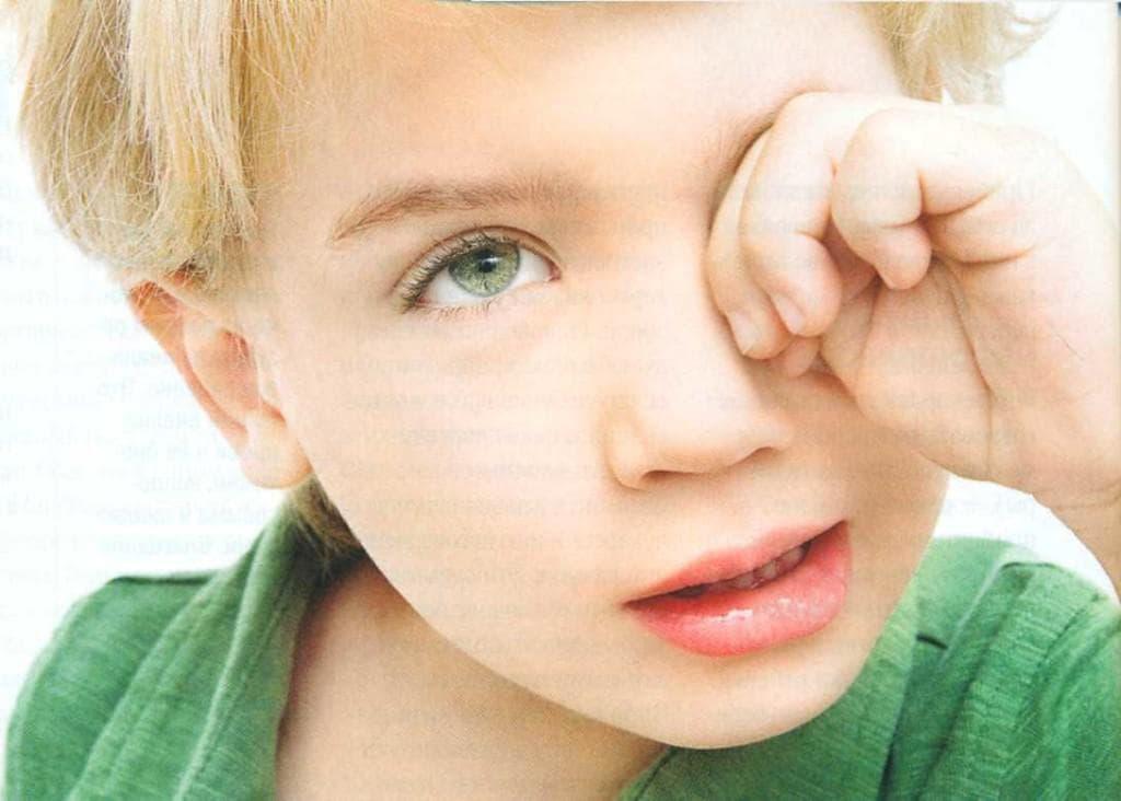 Аллергия: покраснение глаз и отек, насморк, чихание и другие симптомы