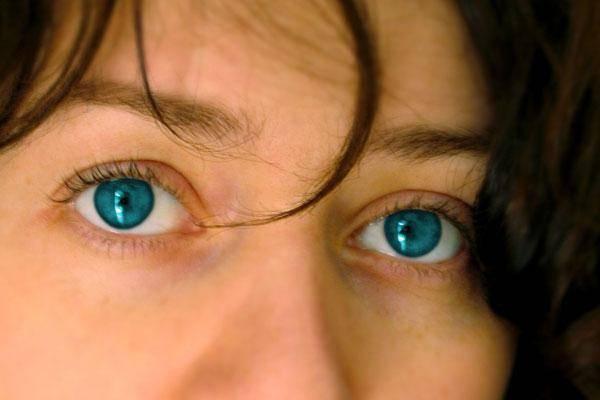 """Фиолетовый цвет глаз: мифы и правда - """"здоровое око"""""""