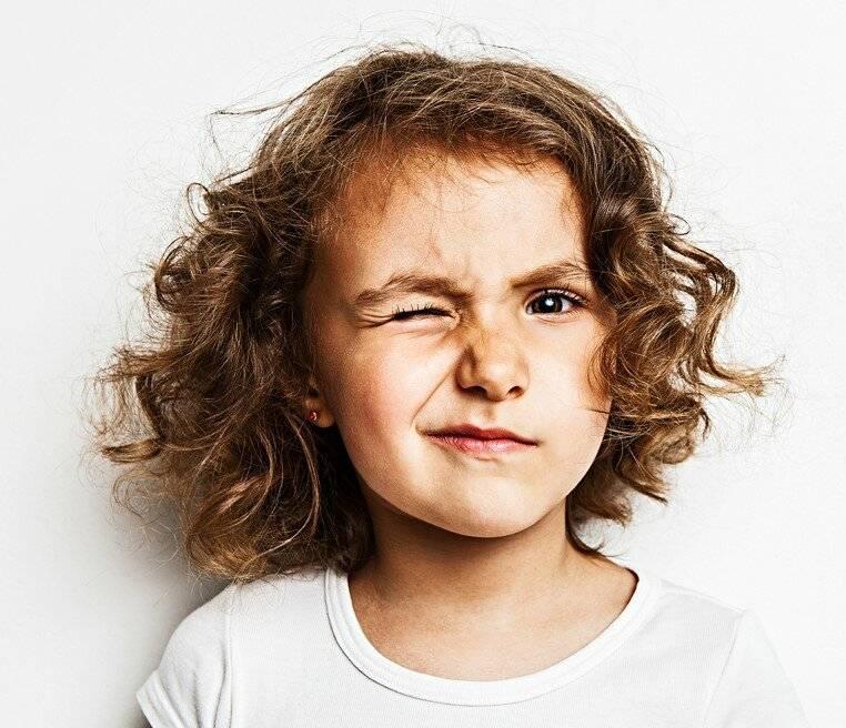 Нервный тик глаза у ребенка: причины и лечение патологии