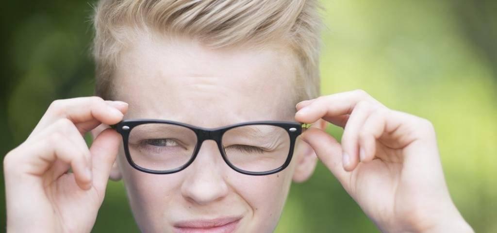 Причины и методы лечения нервного тика глаза
