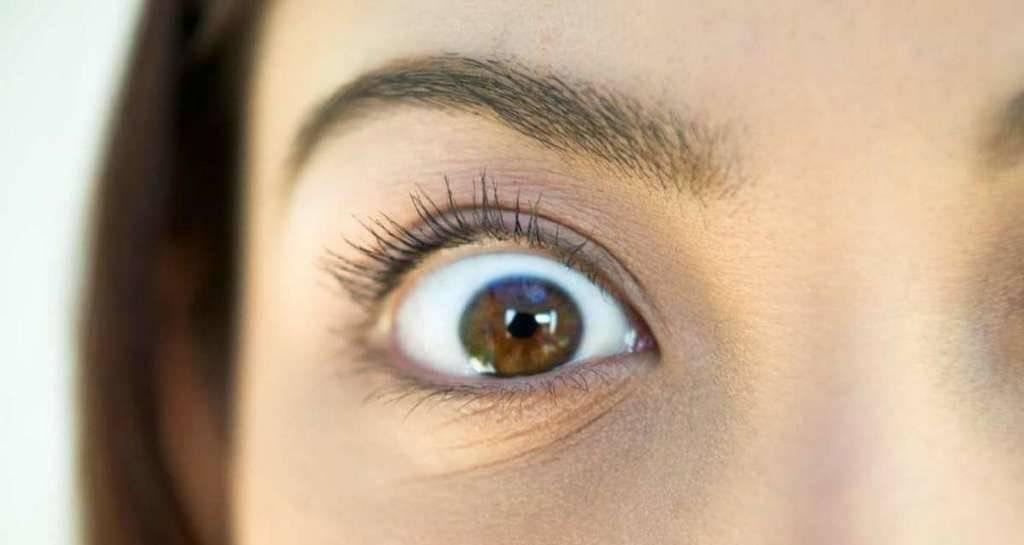 Почему дёргается нижнее веко правого глаза: что делать — fertime.ru