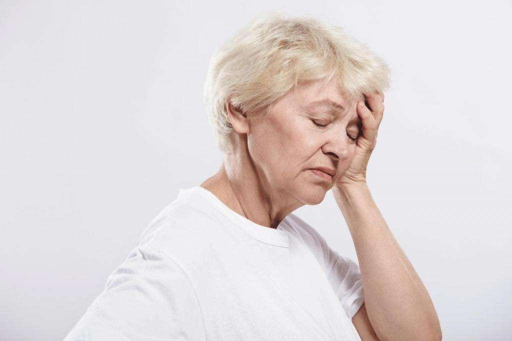 Проблема слезоточивости глаз – причины и лечение