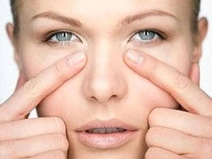 Как избавиться от темных кругов (синяков) под глазами: причины появления у женщин, лечение в домашних условиях, косметология