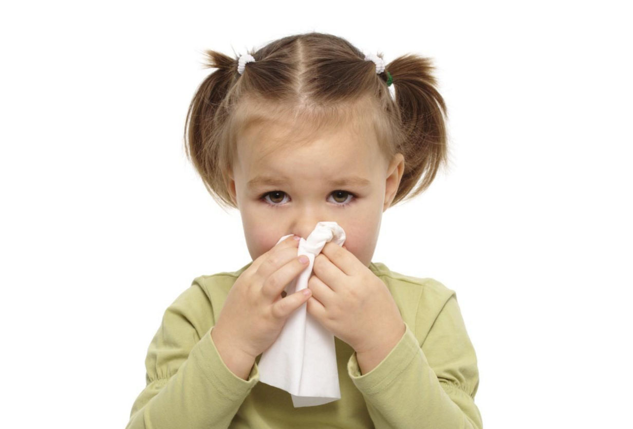 Причины и лечение насморка и гноения глаз у ребенка