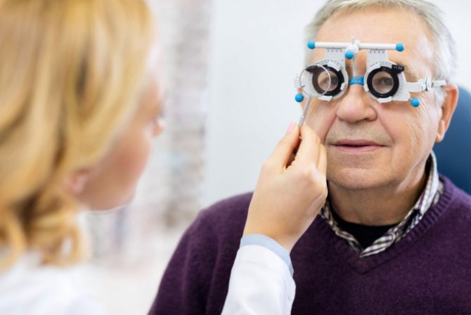 Слезятся глаза: причины и лечение у пожилых людей, почему возникает слезотечение, что делать человеку