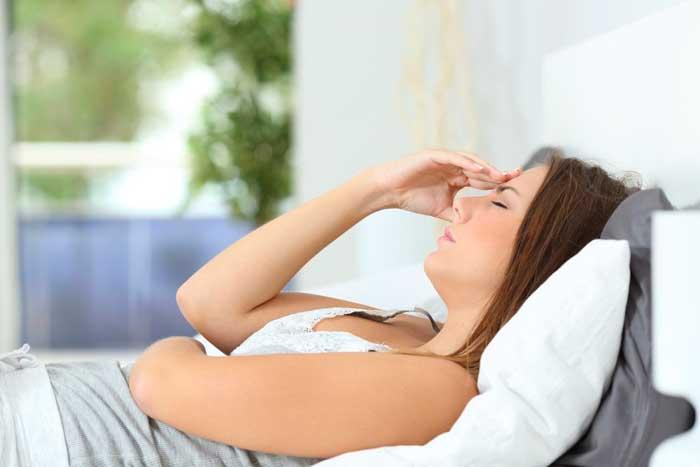 Болят глаза после сна утром – причины, лечение, симптомы