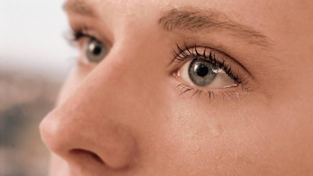 Слезятся глаза: причины и лечение у пожилых людей, диагностика, что делать (препараты от слезотечения и народные средства)