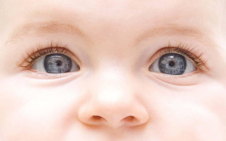 Когда меняется цвет глаз у новорожденных детей, во сколько месяцев изменяется у младенцев