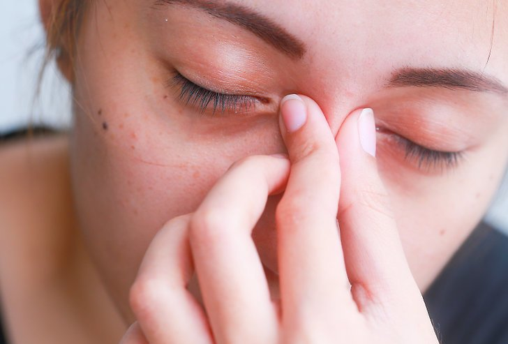 Слезятся глаза на улице: возможные причины, варианты лечения, профилактика - sammedic.ru