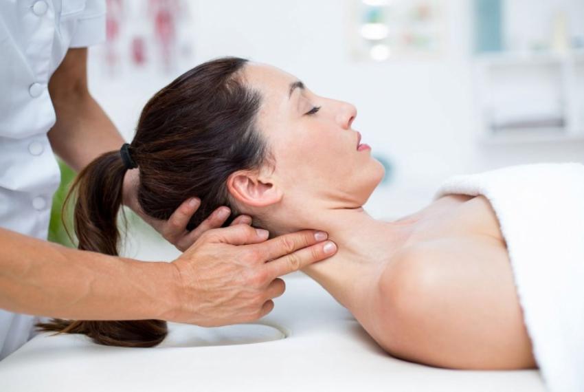 Массаж при остеохондрозе шейного отдела | показания и противопоказания, техника проведения