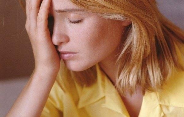 Почему дергается под глазом мышца: причины и лечение симптома