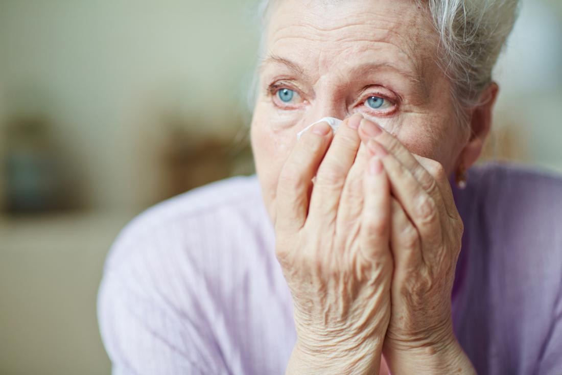 Слезоточивость глаз у пожилых людей