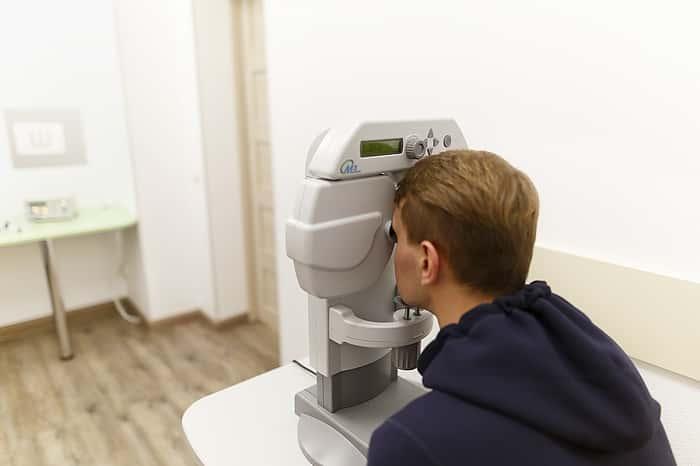 Лечение глаз аппаратом визотроник