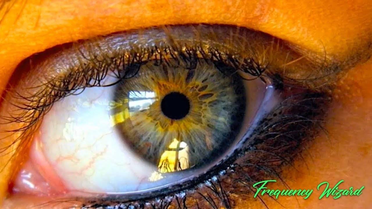 От чего зависит цвет глаз у человека