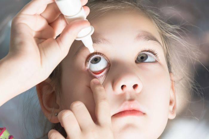У ребенка от насморка гноится глаз - для врачей
