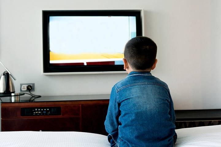 Как влияет телевизор на развитие и здоровье детей