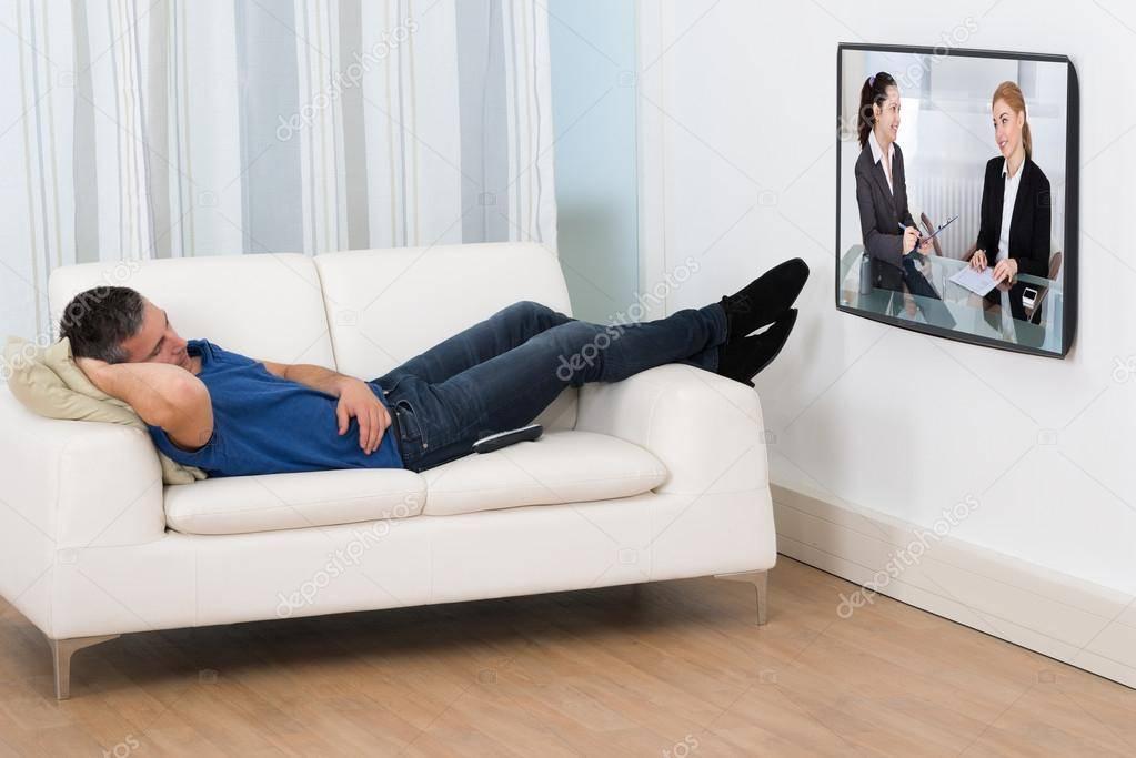 Вред от телевизора: чем грозит взрослым и детям