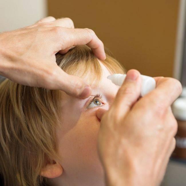 Как закапывать капли в глаза ребенка: способы, рекомендации, видео