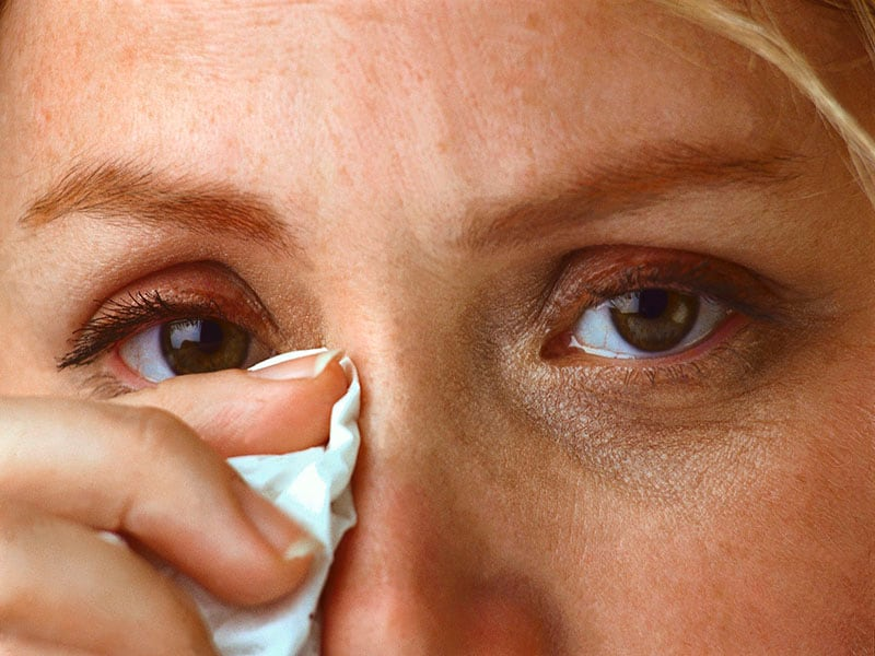 Герпес на глазу: симптомы, лечение