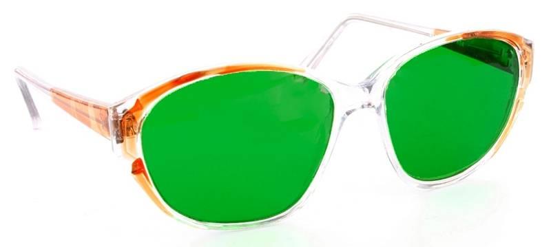 С глаукомой носить зеленые очки