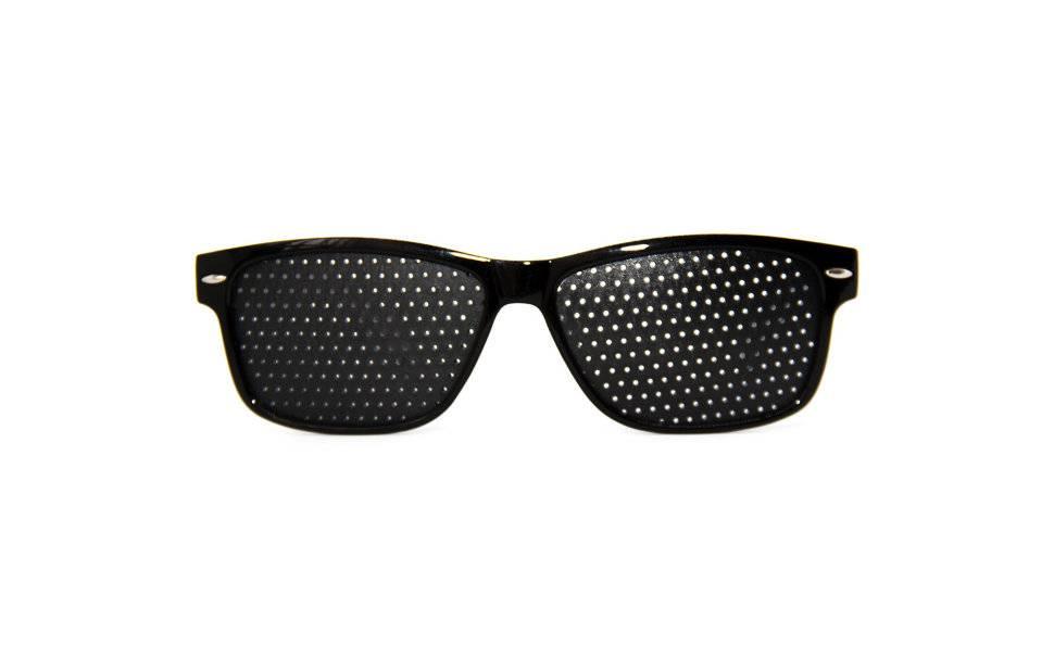Очки с дырочками для улучшения зрения: особенности выбора, подробная инструкция по применению, плюсы и минусы, помогают ли восстановить зрение и отзывы пациентов