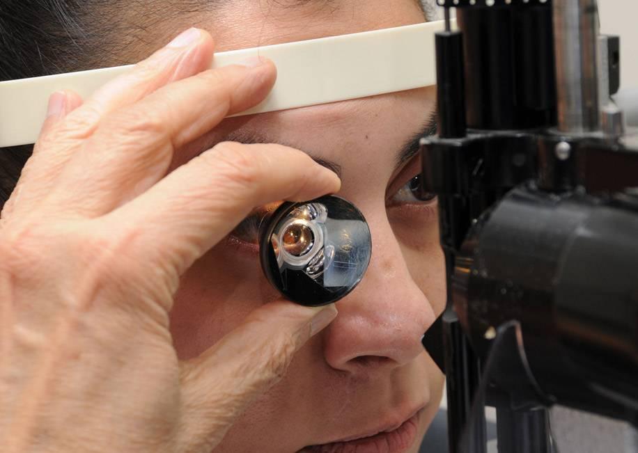 Симптомы отслоения сетчатки глаза - как определить по первым признакам, как проявляется патология, ее лечение и профилактика