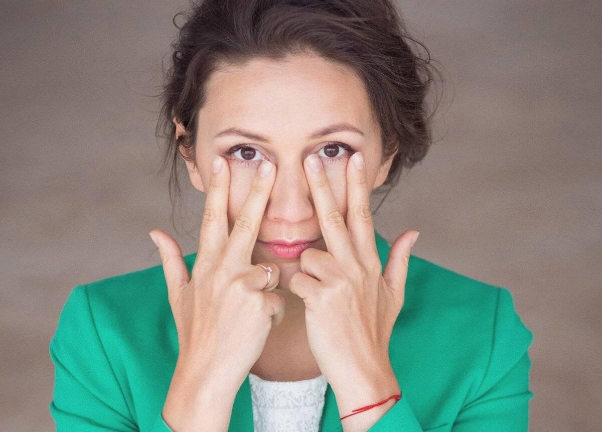 Как быстро убрать мешки под глазами: обзор 8 средств, массажа и гимнастики