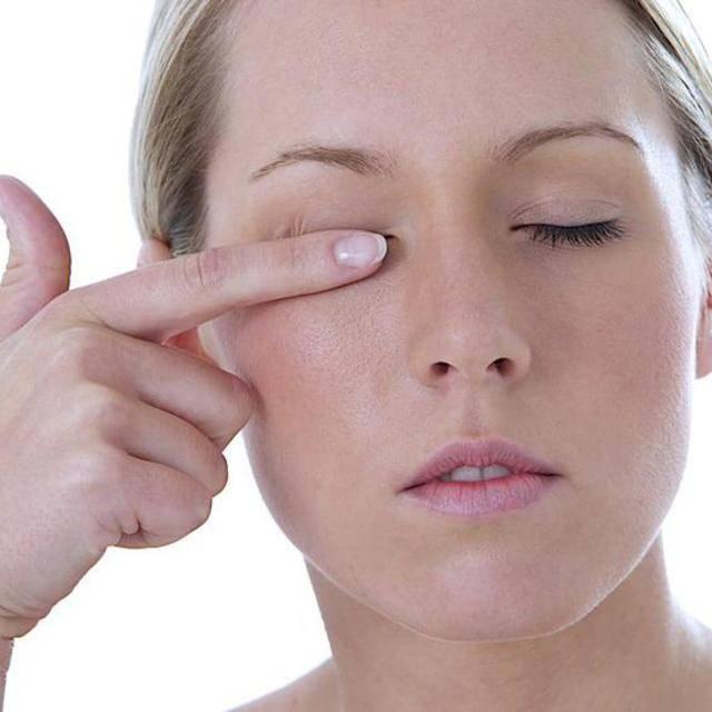 Глаз красный и болит при моргании