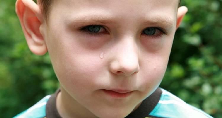 От чего бывают мешки под глазами у ребенка?