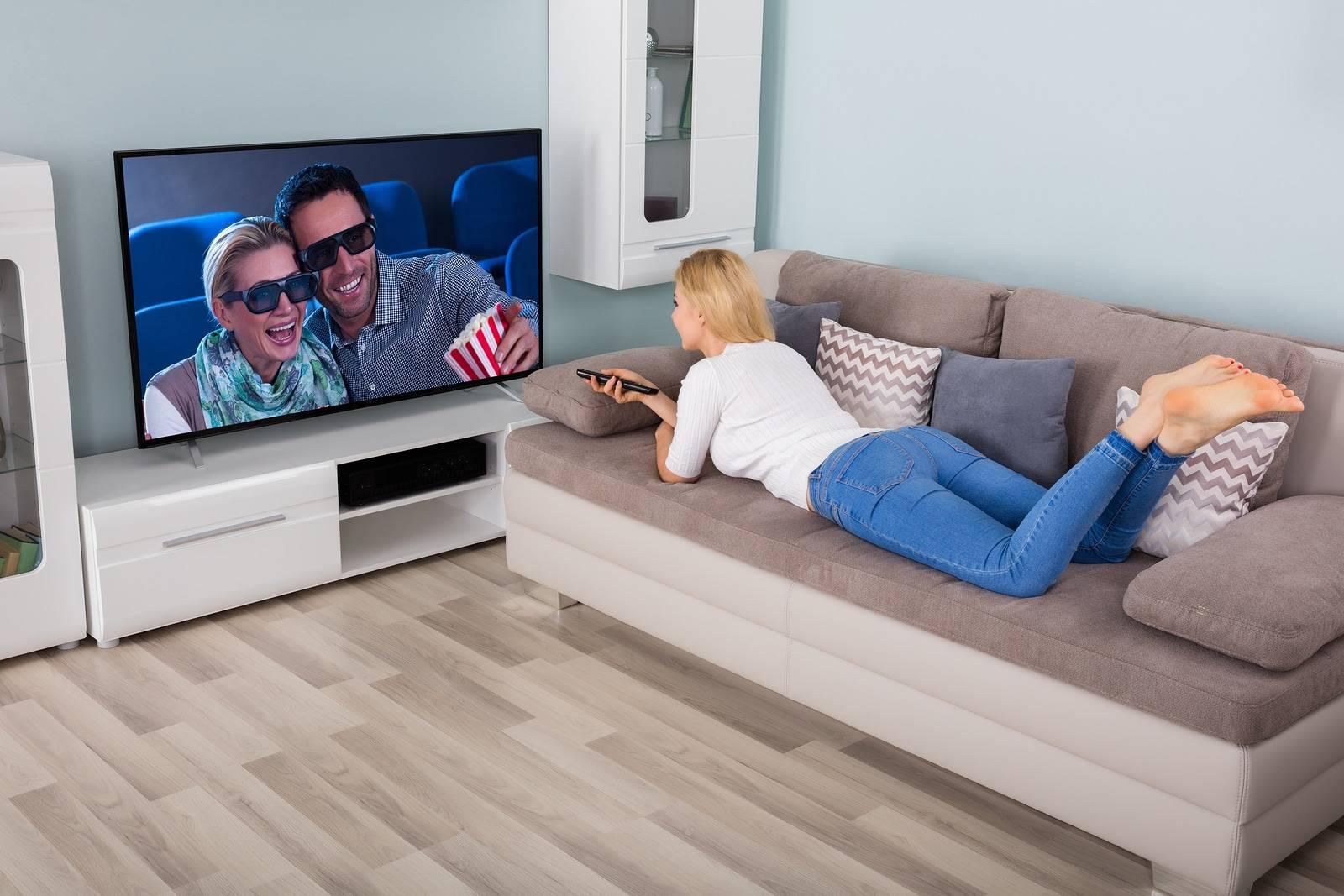 Глаза тереть небезопасно, близко смотреть телевизор вредно, или мифы и правда о зрении