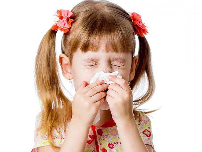 При насморке слезятся глаза: возможные причины, лечение