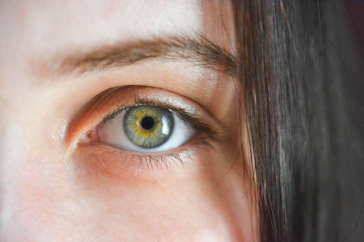 Один глаз темнее другого по цвету