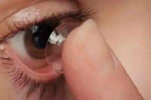 Почему плохо видно вблизи в контактных линзах и что делать?