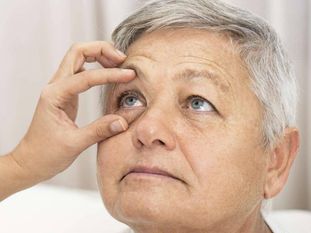 Слезятся глаза у взрослого – причины и лечение
