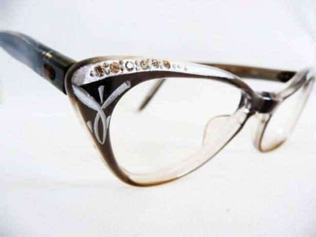 Из каких деталей состоят очки — их названия и расположение