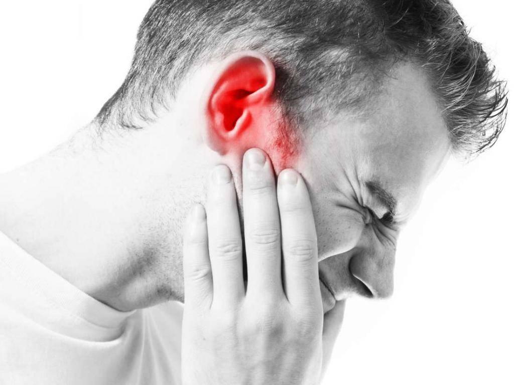 Почему болит голова и глаза