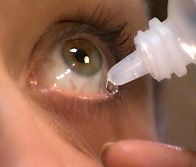 Попадание уксуса в глаза: что делать, осложнения