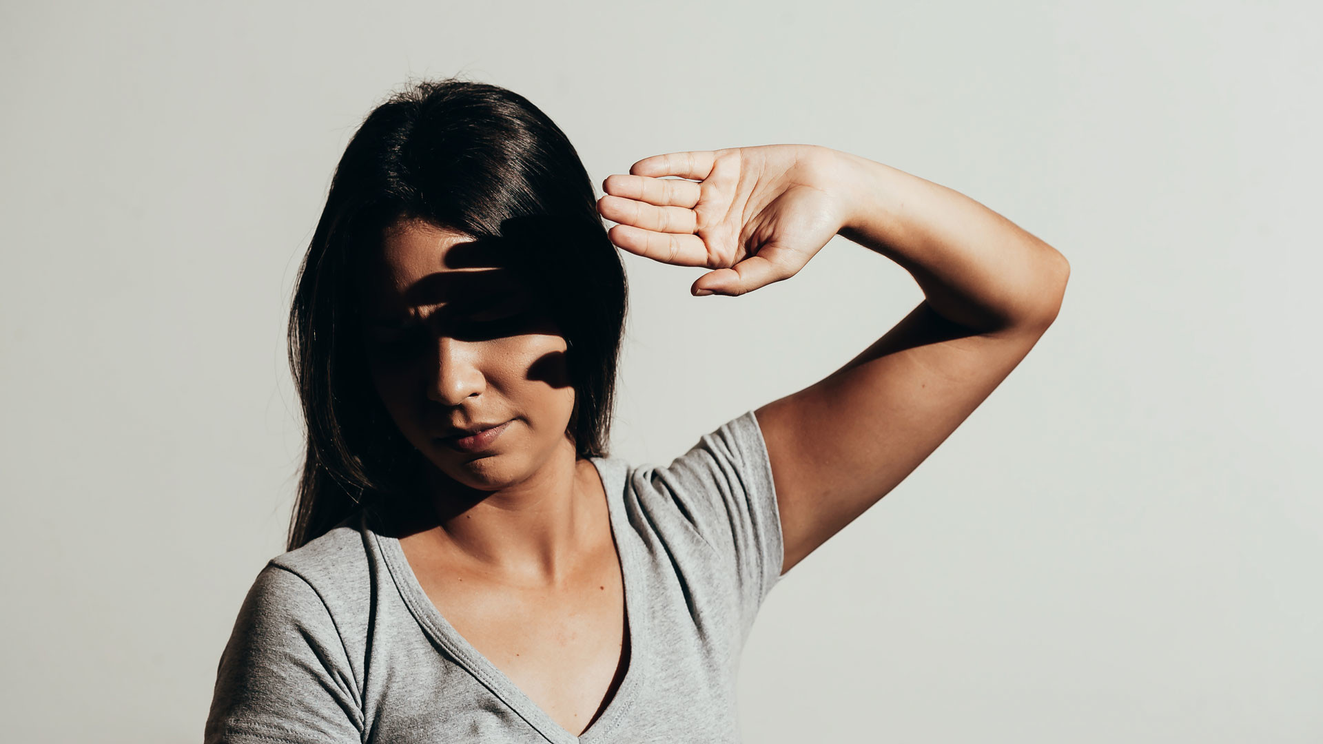 Светобоязнь глаз: причины у взрослого человека и детей, лечение